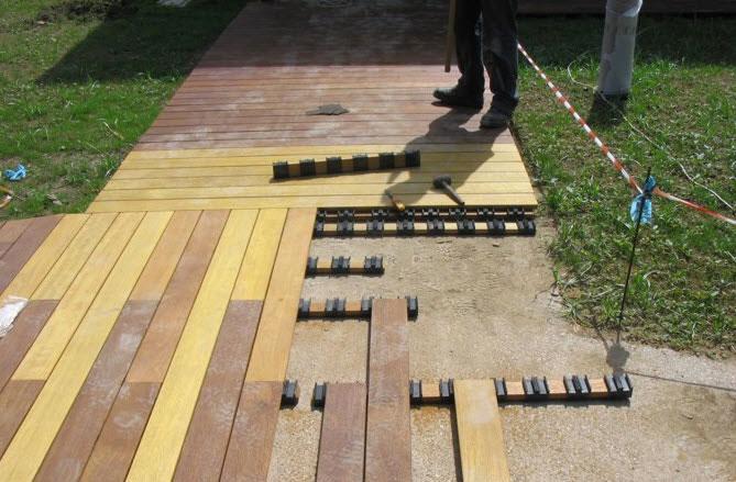 Esterni in legno modulari ad incastro amovibili gibel - Posa piastrelle da giardino su terra ...